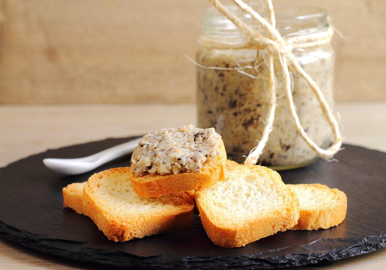 Melba toasts with mushroom pate or spread